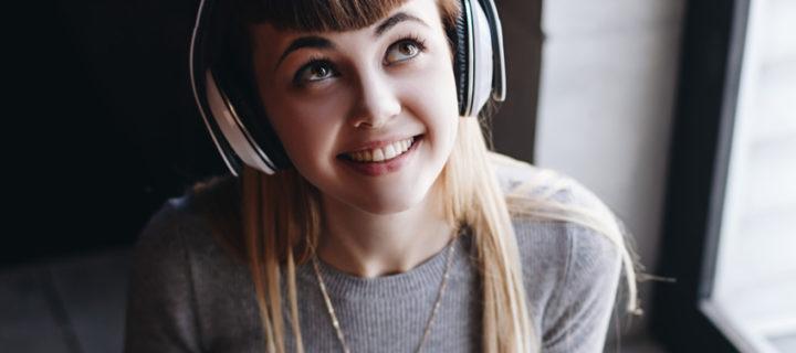 Portrait einer jungen Frau aus der Generation Z