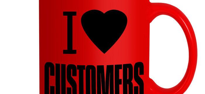 """Tasse mit Aufschrift """"I love Customers""""."""
