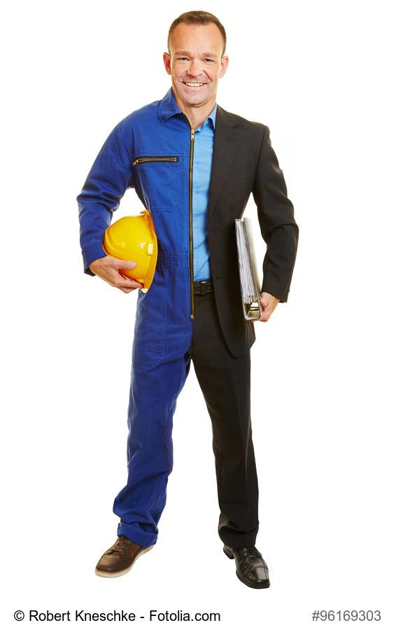 Für einen Berufswechsel ist man nie zu alt: Mann in Berufskleidung von Arbeiter und Manager