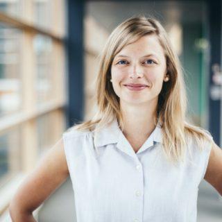 Junge Karrierefrau: Frauen und Karriere in Deutschland - Zwischen Wunsch und Wirklichkeit